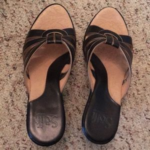Like new Sofft heels sandals size 8 1/2 M leather